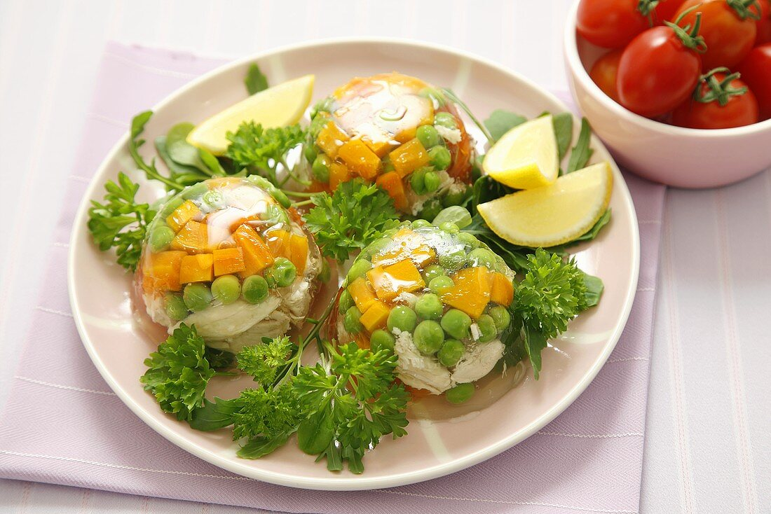 Chicken, carrots and peas in aspic