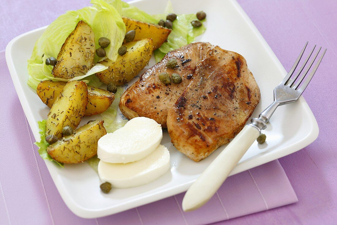 Fried chicken breasts with mozzarella and potatoes