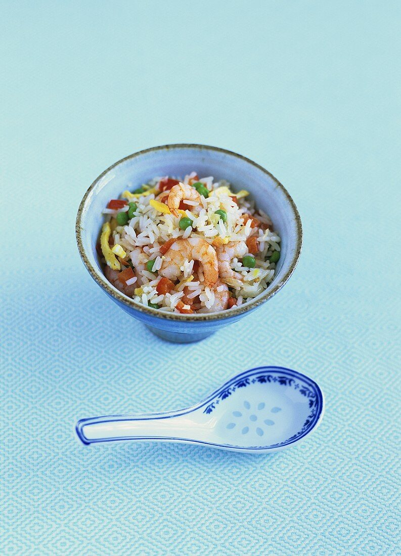 Cantonese rice (with vegetables, omelette and prawns)