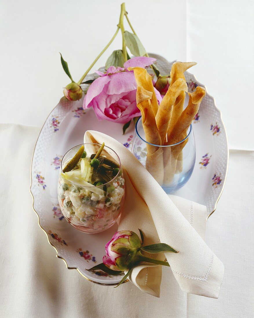 Vegetable salad with crispy filo pastry rolls