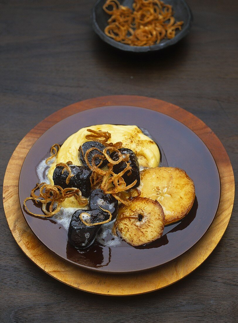 'Heaven and Earth' (Potato, apple and onion with black pudding)