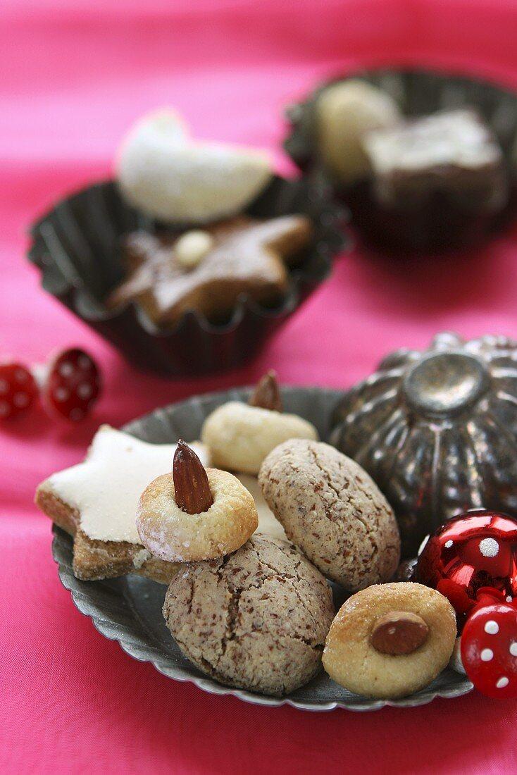 Various Christmas in baking tins