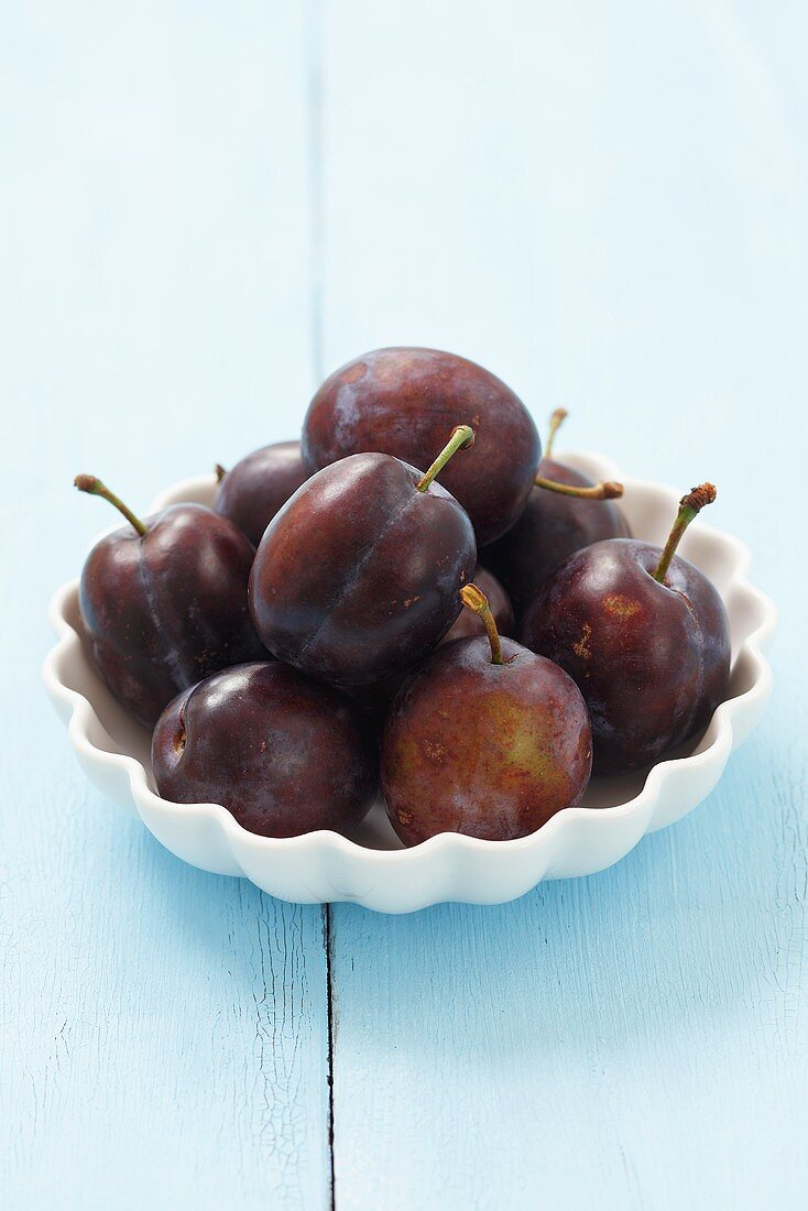 Cacanska lepotica plums in a bowl