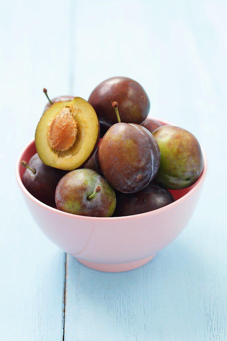 Polish Wegierka Dabrowicka plums in a bowl