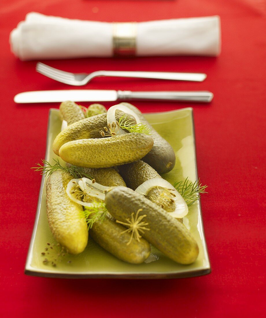 Gherkins with dill and onion rings