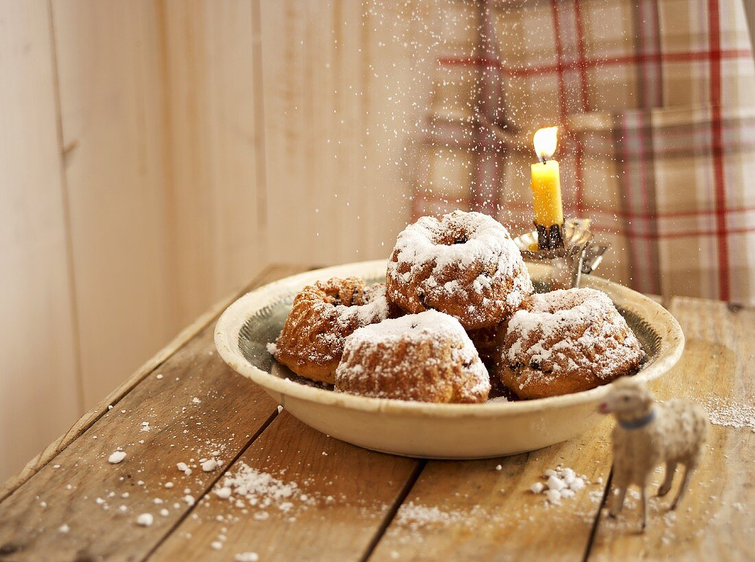 Mini Bundt cakes with icing sugar for Christmas
