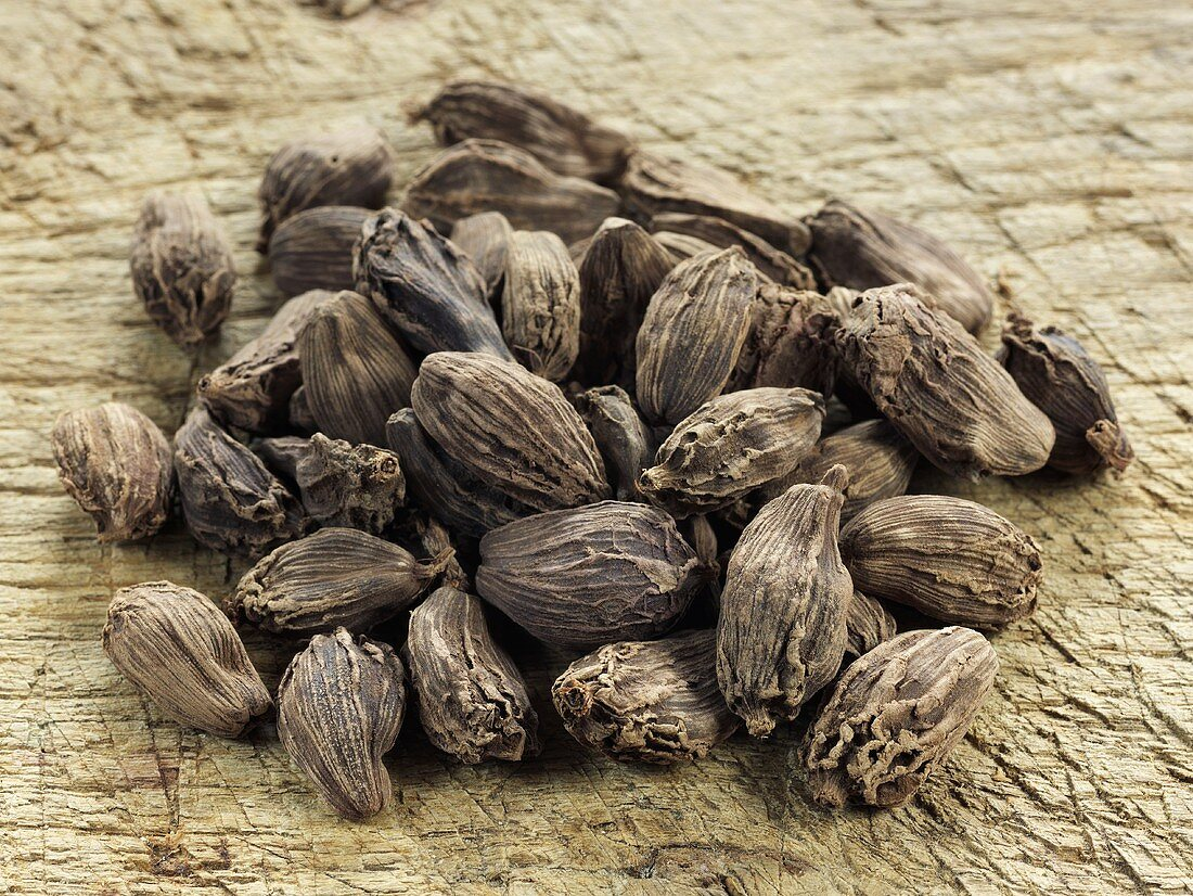 Black cardamon capsules