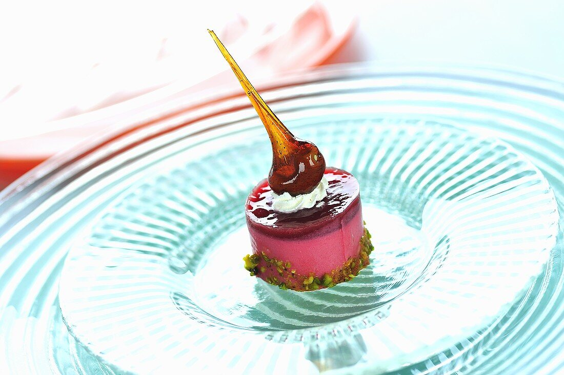 Strawberry mousse with caramel and pistachios