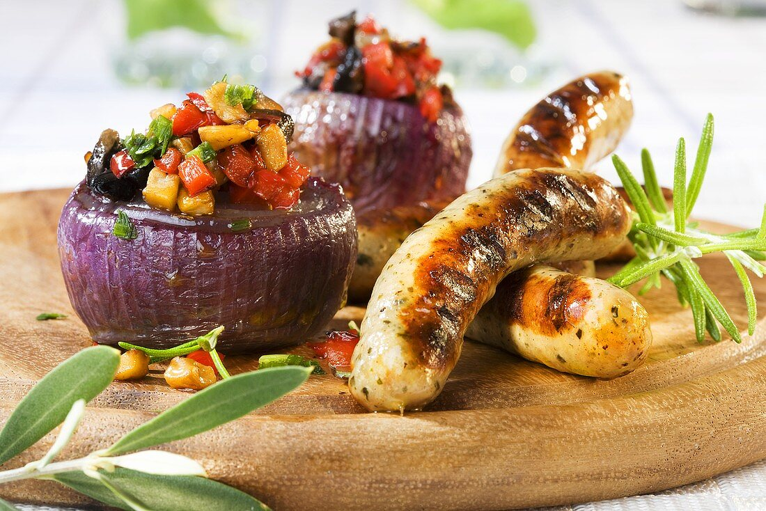 Nuremberg sausages with stuffed onions