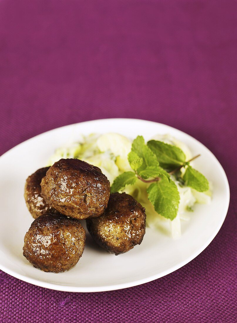 Lamb meatballs with mint and mashed potato