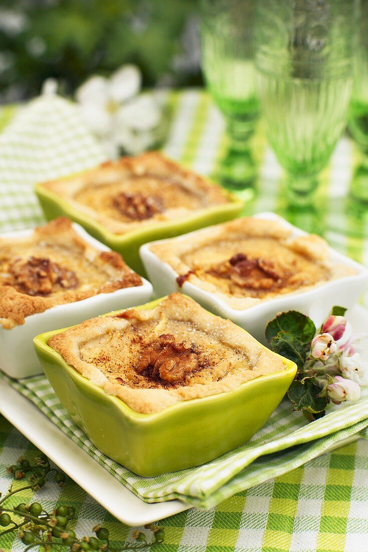 Individual apple pies with walnuts