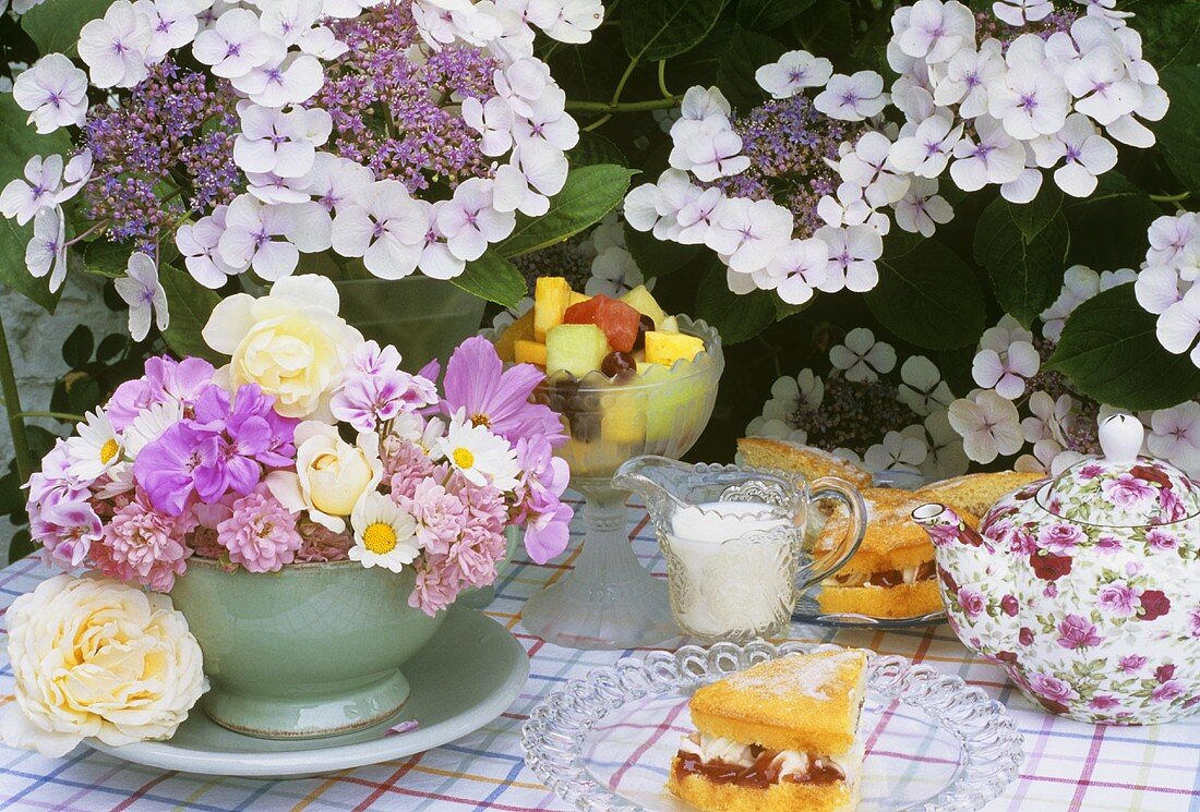 Sponge cake with fruit and fruit salad to serve with tea