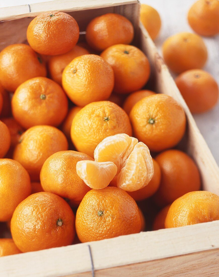Mandarin oranges (Satsuma variety) in a crate