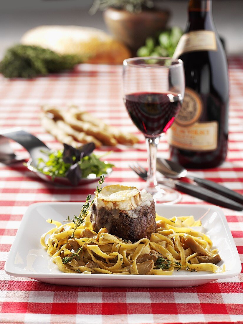 Tagliatelle with fillet of veal and thyme
