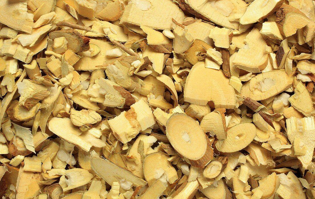 Chopped white mulberry wood (Morus alba, Shang zhi)