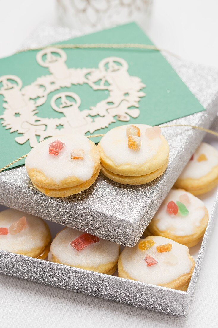 Iced lemon biscuits in box