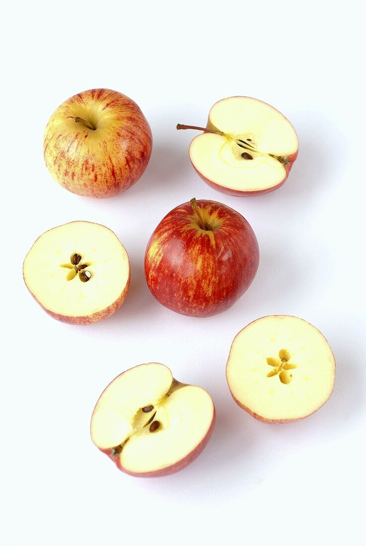 Whole and halved apples