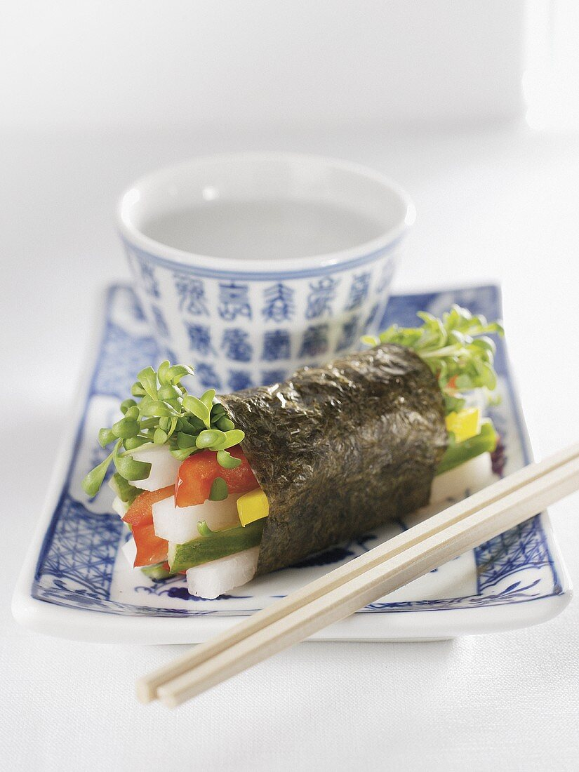 Raw vegetable sushi with cress