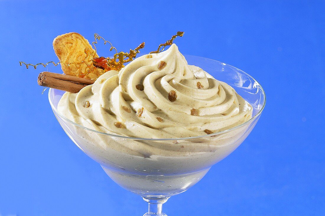 Cinnamon mousse with caramel strands