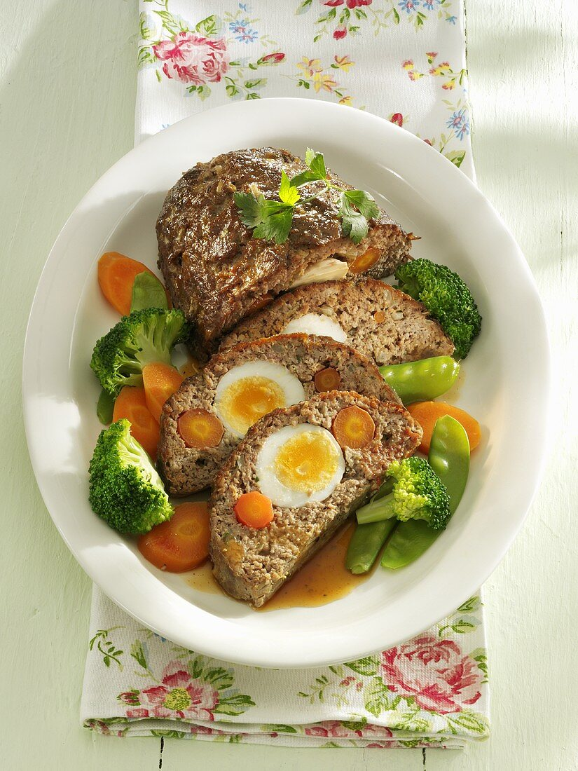 Falscher Hase (Mock hare, meatloaf with egg) with vegetables