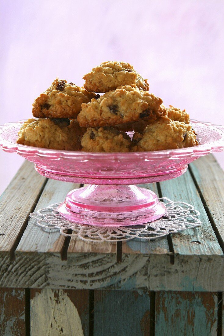 Almond macaroons with raisins on pink cake stand