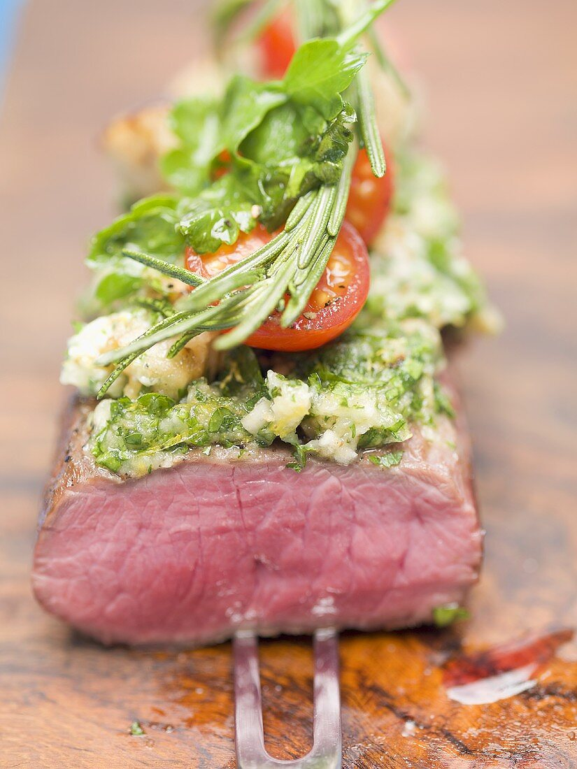 Beef sirloin with herb crust and tomatoes