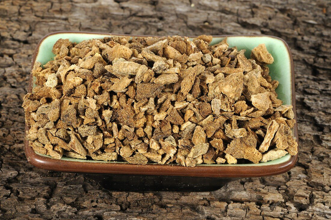 Aucklandia root (Radix Aucklandiae, Mu Xiang) in a dish