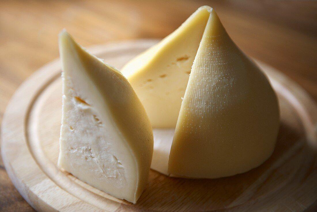 Tetilla (Semi-hard cheese, Spain)
