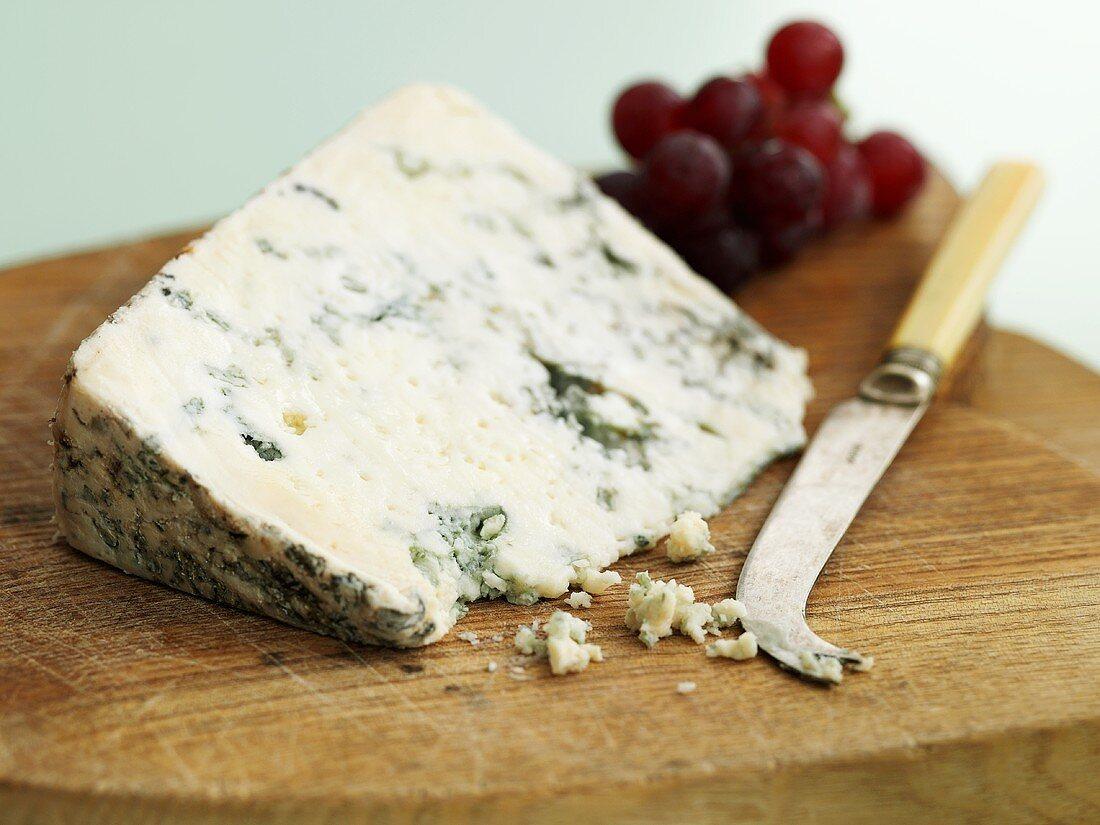 Lanark Blue (Scottish ewes' milk cheese made from unpasteurised milk)