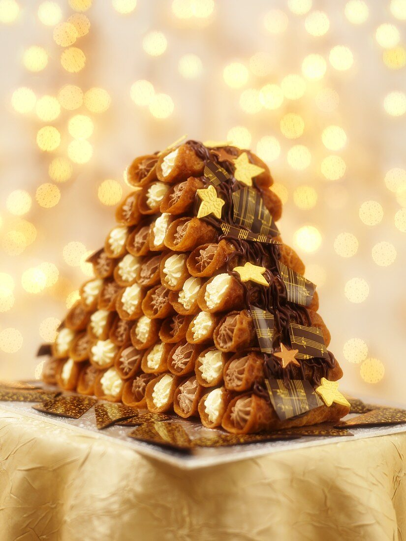 Pyramid of cream-filled brandy snaps (Christmas)