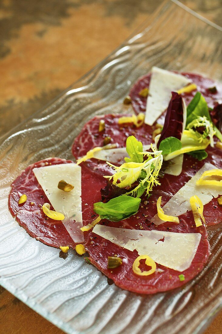 Marinated beef fillet with manchego cheese and pine nuts