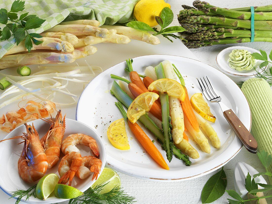 Asparagus with carrots and lemons, king prawns with limes