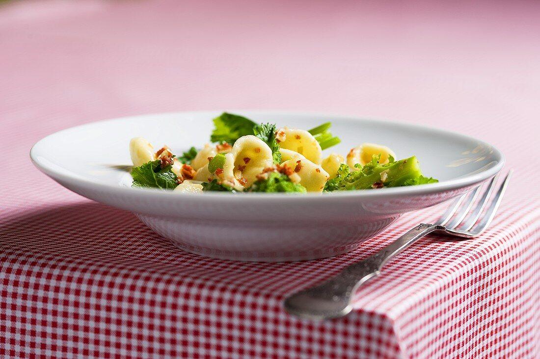 Orecchiette con le cime di rapa (pasta with rapini)