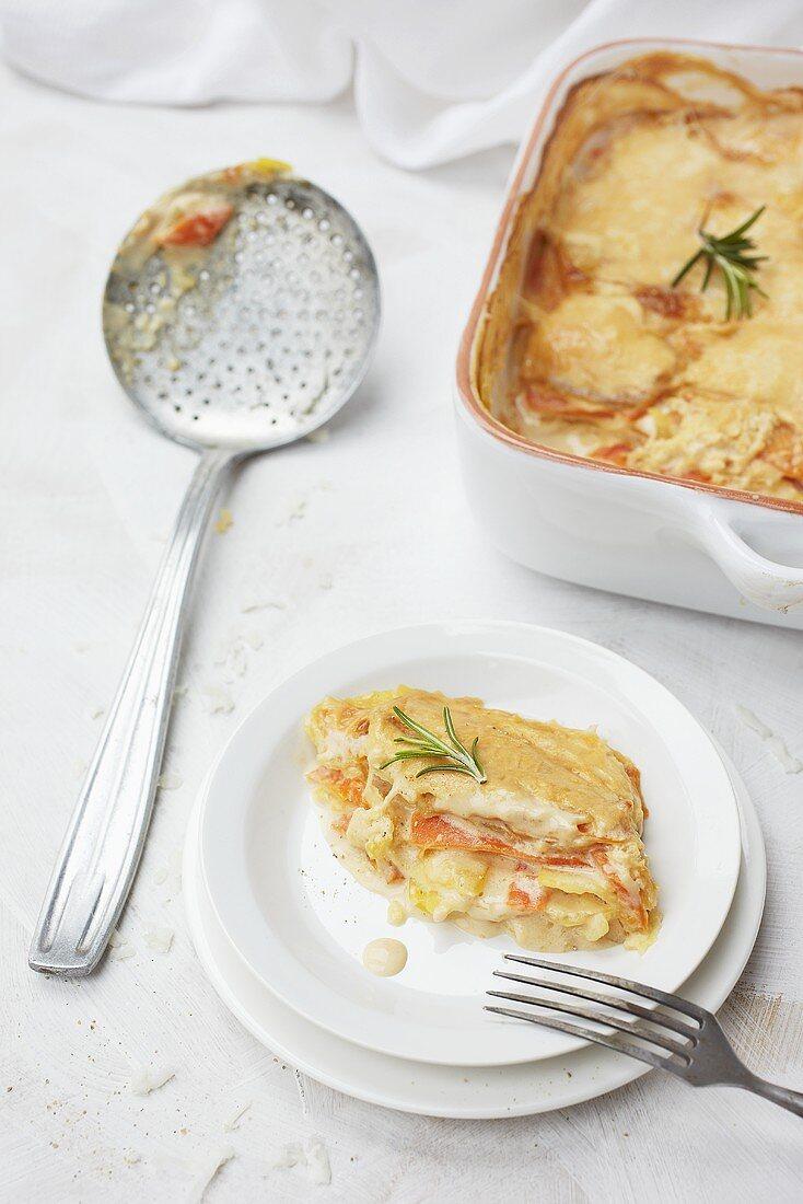 Potatoes au gratin with carrots