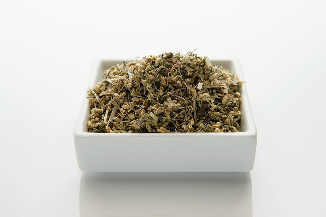 Dried yarrow (millefolii herba)