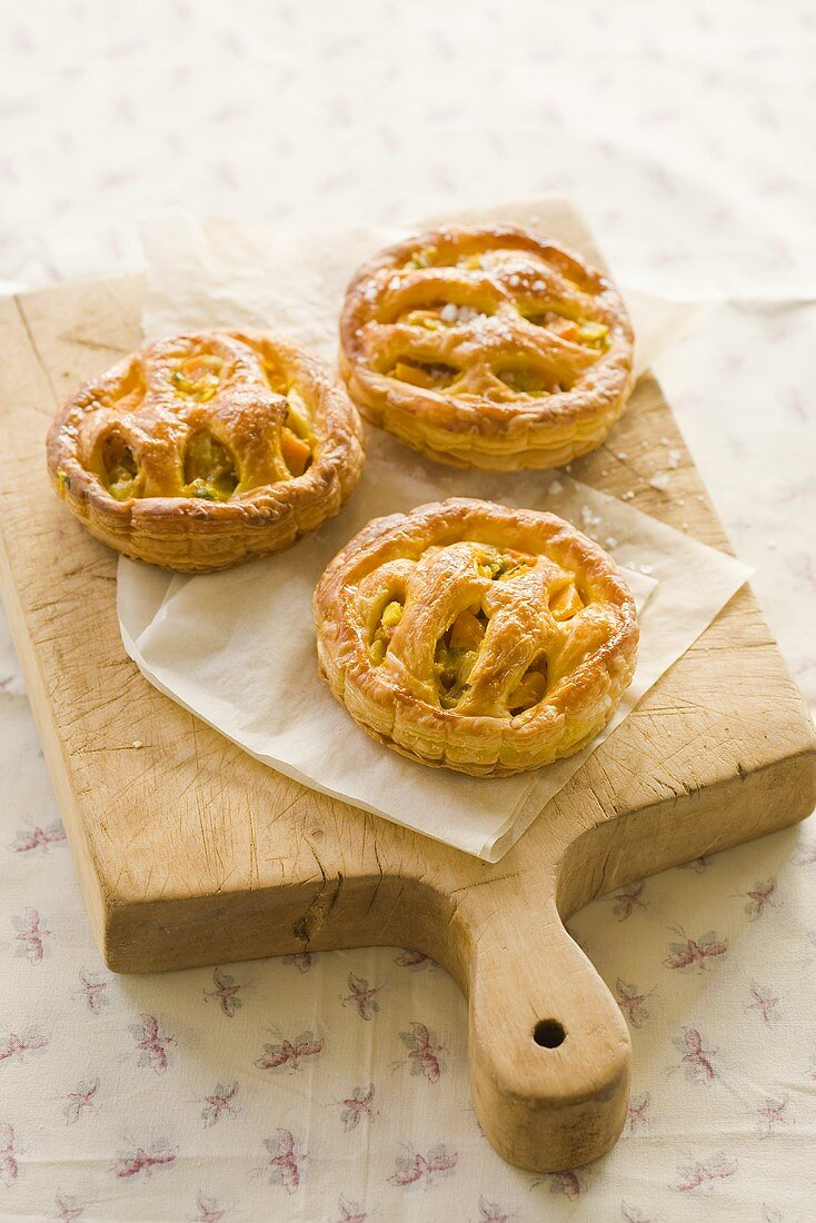Mini puff pastry tartlets with a vegetable filling