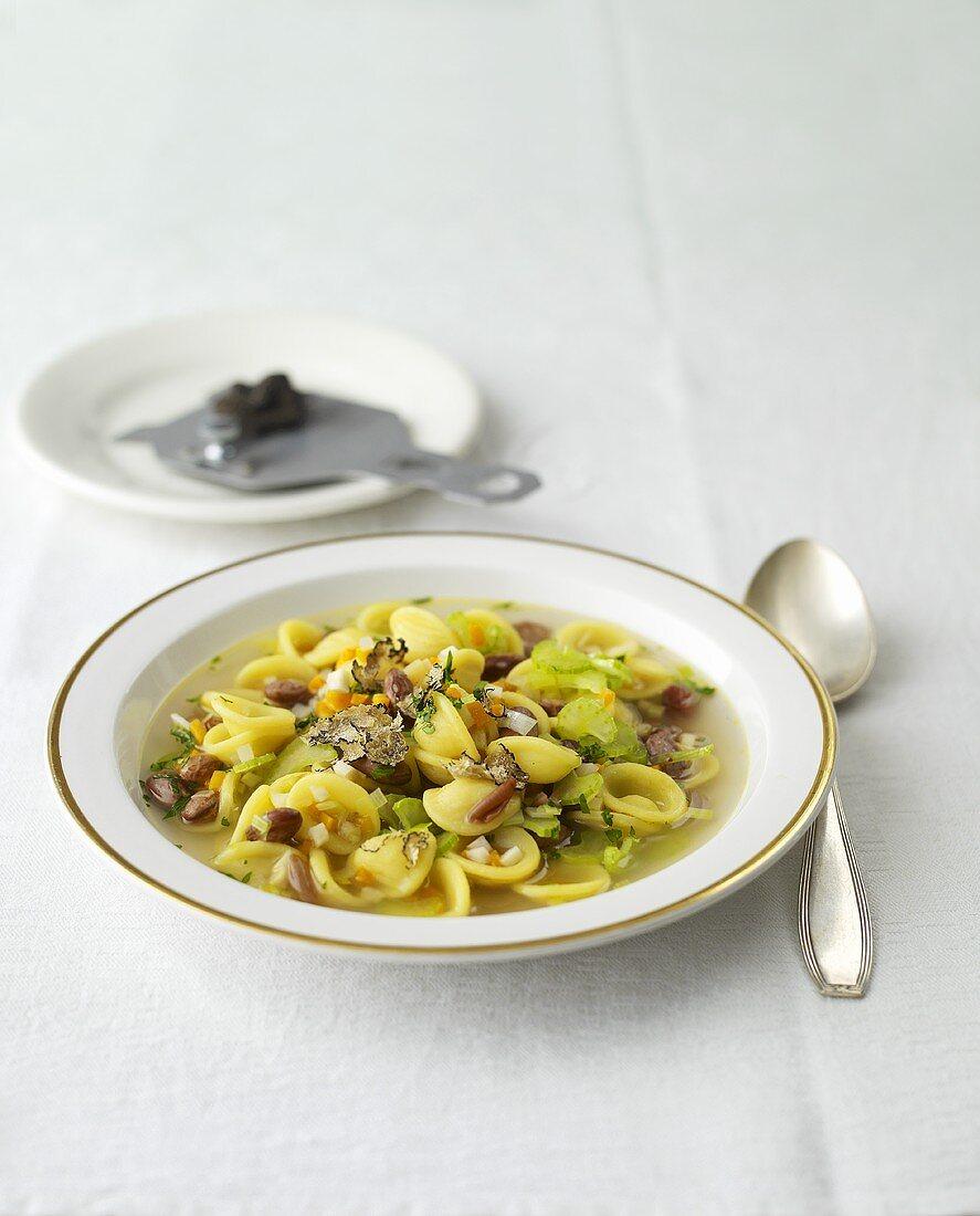 Pasta e fagioli tartufata (pasta and bean soup with truffles)