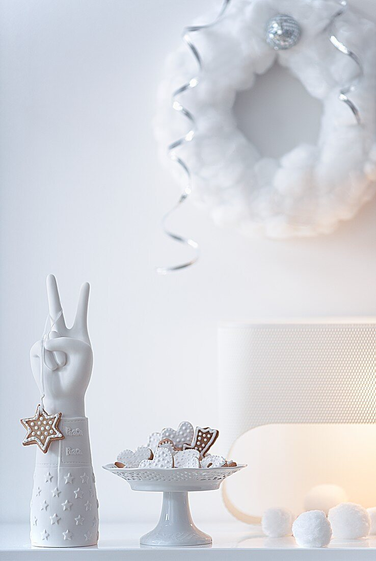 Shortbread biscuits and a wreath made of cotton wool