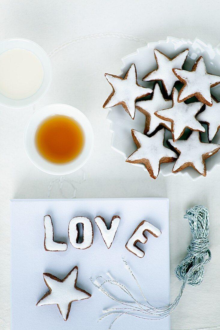 Cinnamon stars and letters