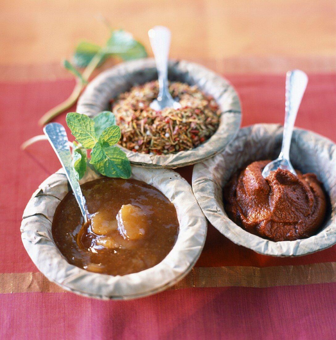 Mango chutney, Tandoori paste and dish of spices