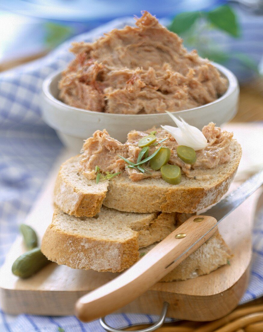 potted duck on bread