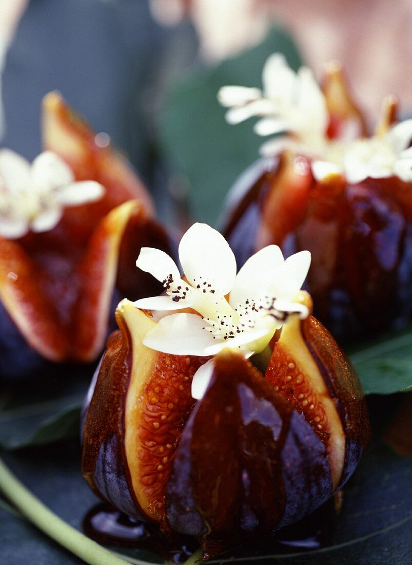 Roast figs with flower decoration