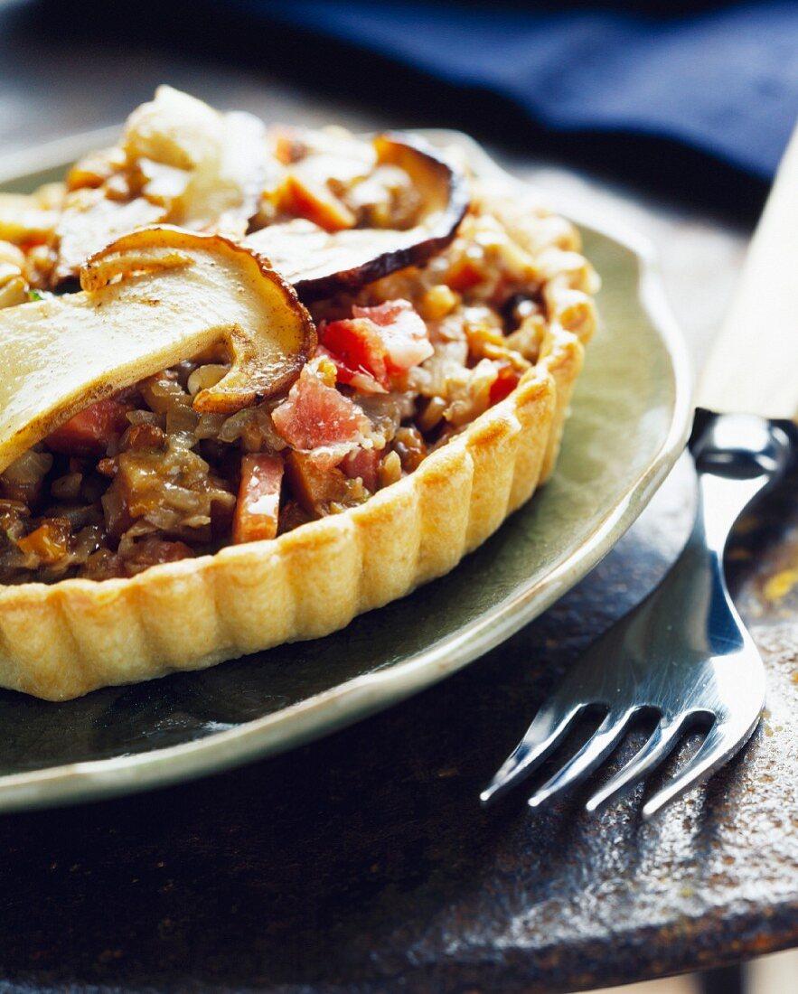 Individual stewed cep mushroom tart with raw ham