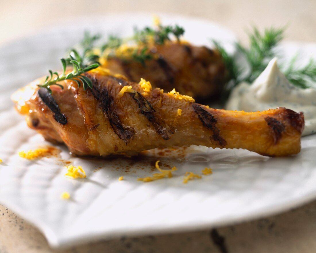 Chicken drumstick grilled with lemon yoghurt sauce