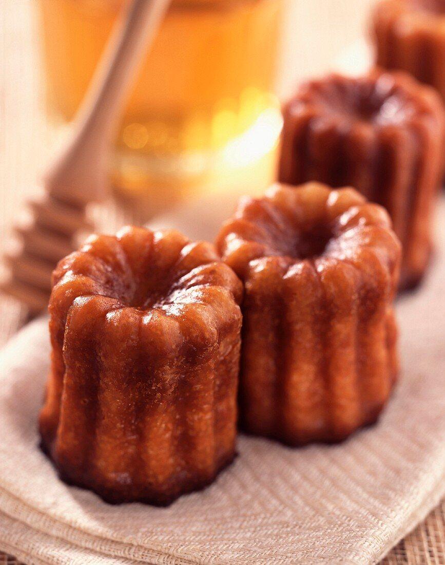 Cannelé honey cakes
