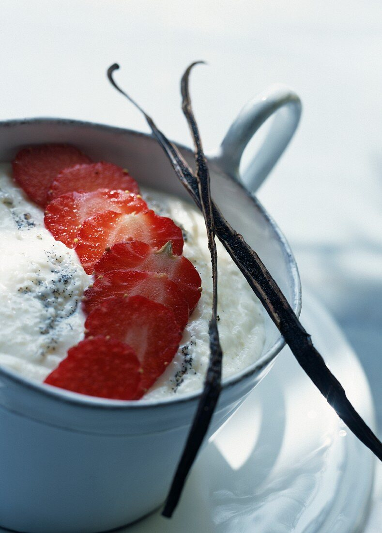Faisselle with strawberries