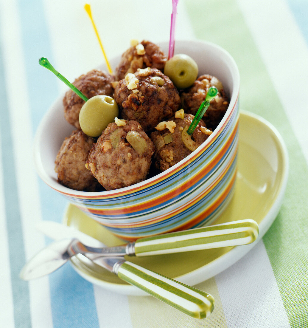 Olive and walnut beef meatballs (topic :family meal)