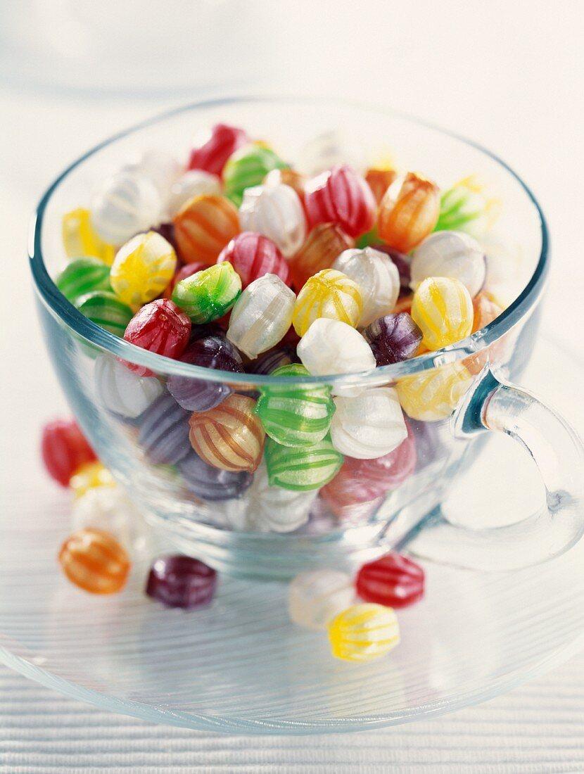 Bunte Bonbons in einem Glas