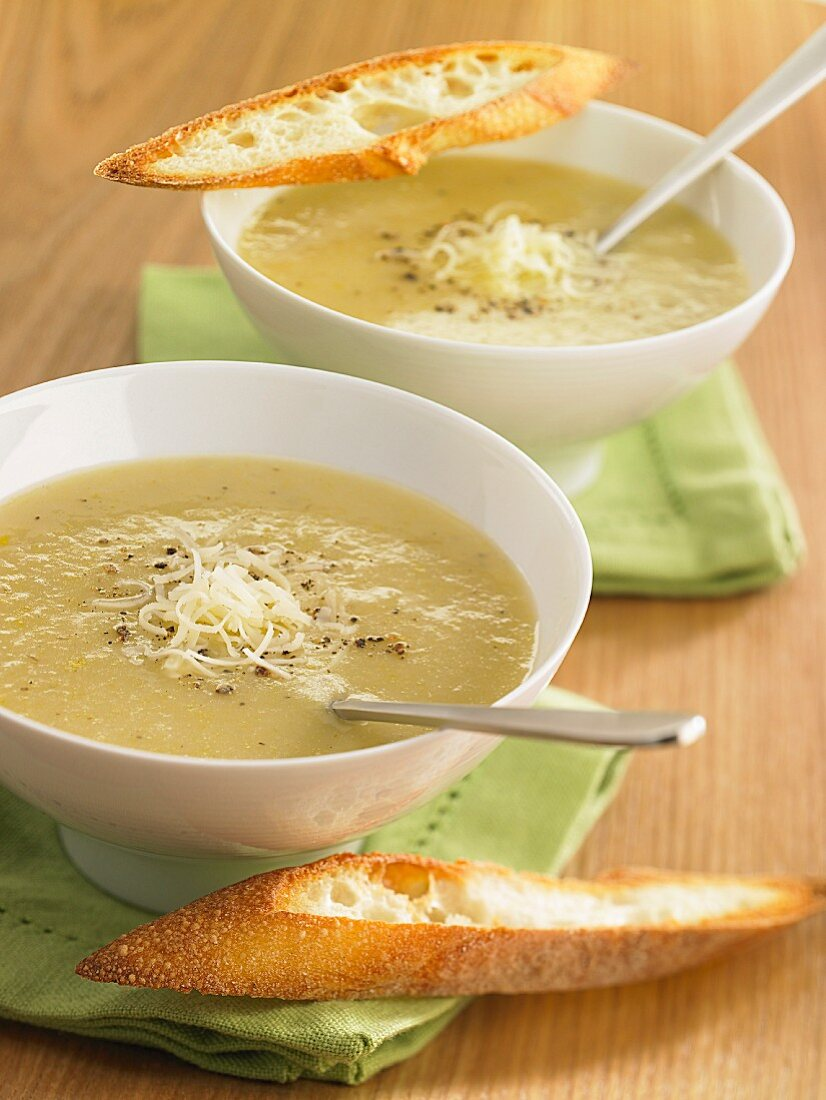 Asparagus soup with pepper and grated cheese
