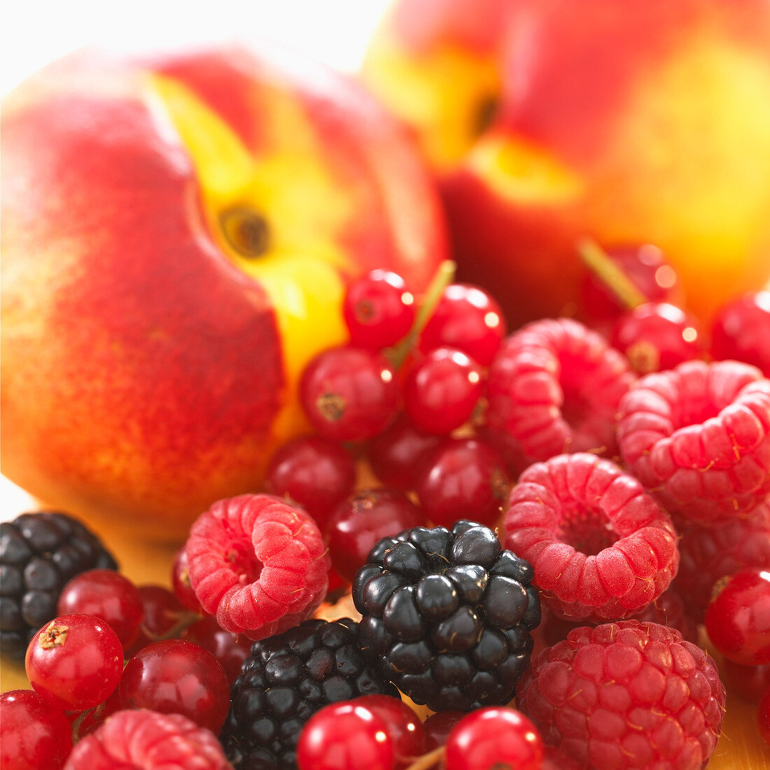 Composition with summer fruit
